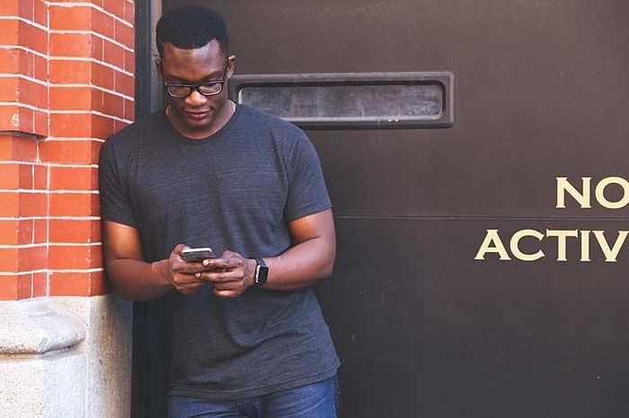 Dealdash Idea how Smartphones Make Our Lives More Convenient