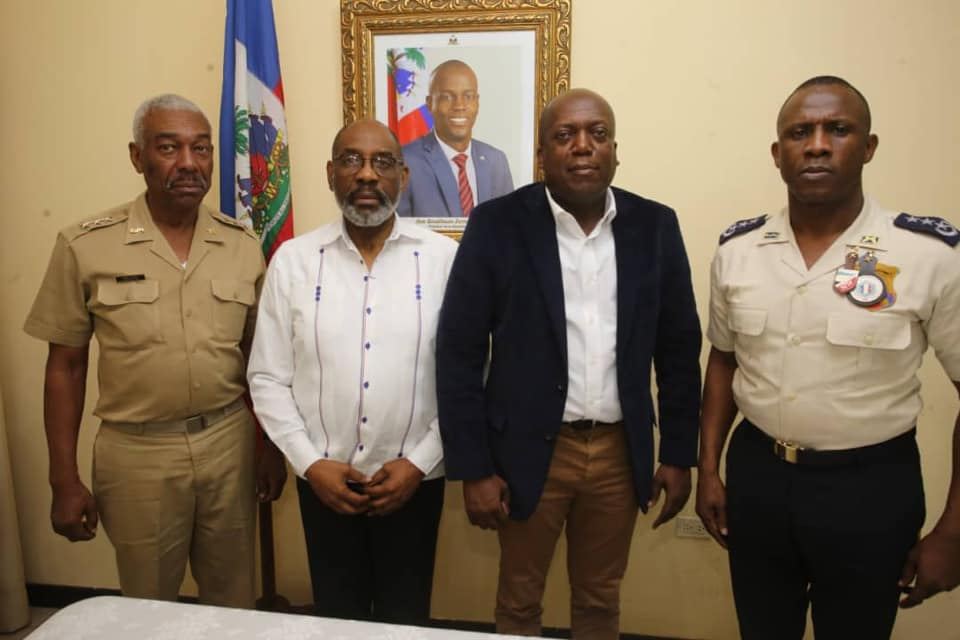 Senior army and police staff meet
