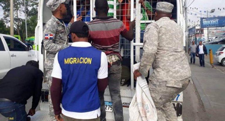 Immigration deports 1,561 Haitians caught in raids